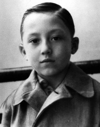 Михаил Шемякин в возрасте 7 лет
