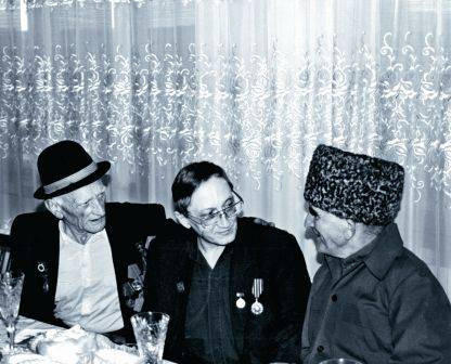 На встрече со старейшинами рода Кардановых (1994)